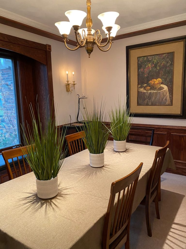 Separate dining room seats (6); a reading nook